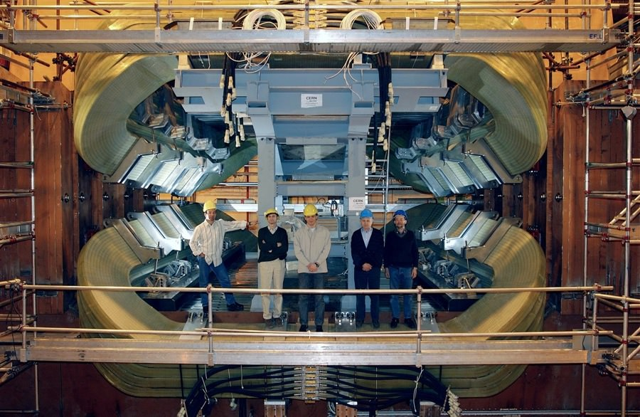 Hadron Collider (April 2004) CERN