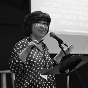 Portrait of adjunct Fuller Seminary professor Kyung Lan Suh for FULLER magazine