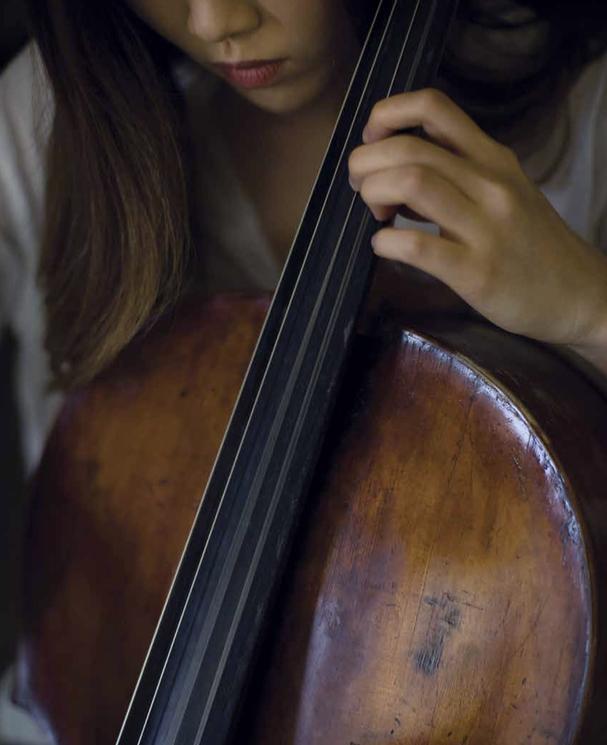 Yena Choi playing cello